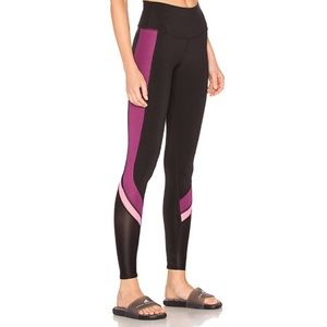 Alo Elevate Legging in Juneberry Glossy Hot Pink S